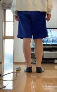 これって足太いですか?? 個人的には足首は普通でふくらはぎが太い気がします。 細くするには何をするべきですか?