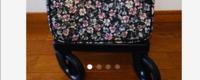 お年寄り用の横押のシルバーカートについての質問です。 駒がクルクル回るタイプと横向きにしか動かない様に固定しているタイプとありますがどちらが使いやすいでしょうか?