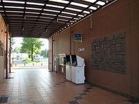 上信越自動車道の藤岡PA(上り線のみ)はトイレと自販機しかないので「無人PA」ですか? それとも道の駅「ららん藤岡」と一緒なので無人ではないですか?