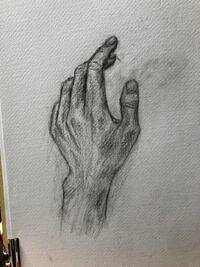 デッサンのアドバイスお願いしたいです 初めてのデッサンで手を描いてみました  後、どんなときにどの濃さを使えばいいかわからず、下書きから全て3Bだけで描いてしまいました、、そこのところも教えていただければありがたいです