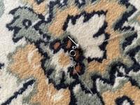 ネックレスのチェーンのところに針みたいなのがついてるのですが何のためかわかる方いますでしょうか? 外すことできるのでしょうか?