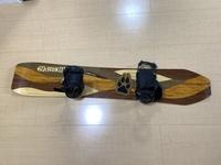 【スノーボードの板のビンディングの向きについて】 昨シーズン、今年1月に板を中古で購入し、 ビンディングとブーツを京セラのスノーボードコレクション(スノ天かJSBCか)で購入してビンディングを付けてもら...