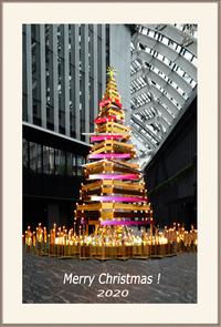 場所教えて。 ヒントは東京副都心のとあるビルの中のツリーです。