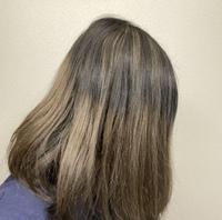 美容院、これ失敗ですか?  画像を見せてオーダーしました。 ずっと通っている美容院で履歴も知っています。 「バレイヤージュというよりはグラデーション+ハイライトですね」、「(髪を伸ばしていきたいと伝...
