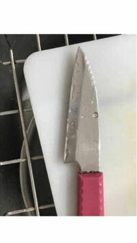 ペティナイフ(果物ナイフ)の、ギザギザの部分は何に使うのに役立ちますか??