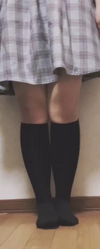 脚、太いですよね…?    中2女子です。身長は163cmです。  小学生の頃は脚の太さ等気にせず脚出しして いたのですが、中学生になってから脚が 太いということがコンプレックスになってしまっています。  脚や...