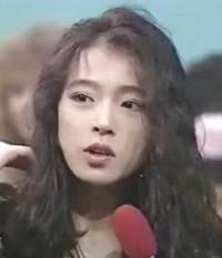 中森明菜さんのカップリング曲 「ビリティス」「アーミッシュ」 どちらが好きですか?  https://youtu.be/1HIrMck4t60  https://youtu.be/ZHRxkldatE8