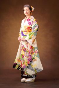 池江璃花子ちゃんの振袖姿が すごく素敵です!  この振り袖ってどこのですか?
