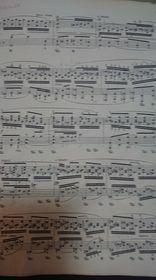 トメと申します。3歳です。 ピアノを練習しています。 Chopinバラード4番のこのページの運指が解りません。 運指を教えてください。