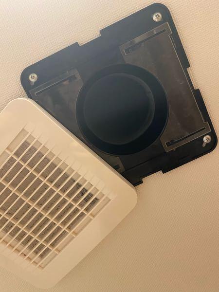 賃貸マンションの換気扇、換気口についての質問です。 最近賃貸マンションへ引越しをしたのですが、脱衣所天井についている換気口の騒音に悩まされております。 音はゴーーといった風が通るような音で、そ...