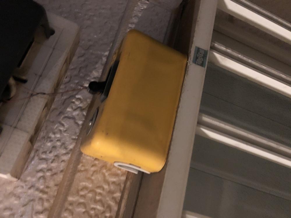 家の外にこんなものが置いてあるのですかこれはなんですか?