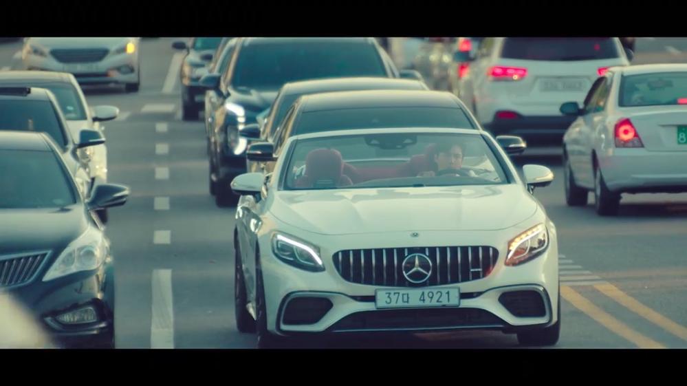 このベンツのオープンカーの名前分かりますか? 韓国ドラマのスタートアップで観た車です。