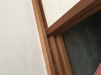 鉄筋コンクリート造り、築34年です。 天井の写真です。ヒビが入っています。 崩れるんでしょうか? 専門の方がいらっしゃったら 回答お願いします。