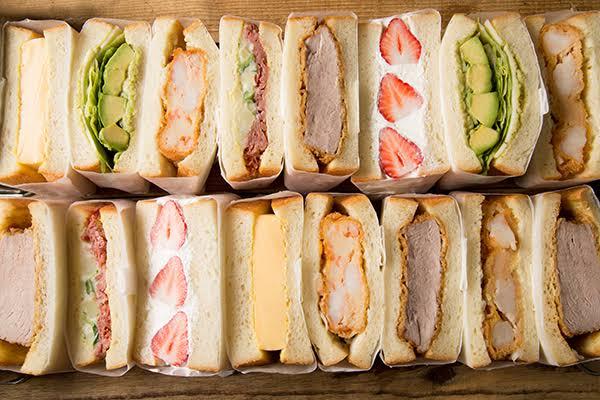 サンドイッチに、 . 『たぶん挟んだら旨いかも!?』 . と、思う食材を5つ挙げるなら何でしょう?