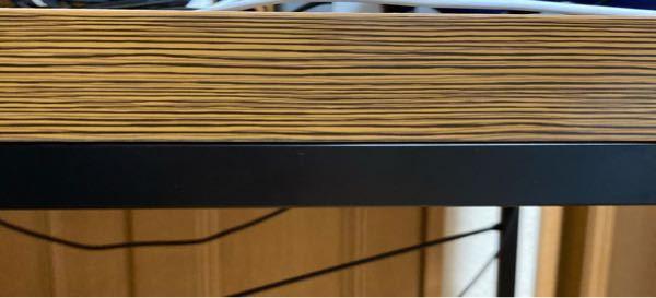 この机の厚さに付けれるモニタアームってありますか?