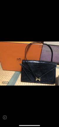 エルメスのこのバッグの種類をお分かりの方はいらっしゃいますか? 祖母がブランドバッグが大好きでしたが他界してしまった為、せめて種類くらいは知っておきたいと思いました。  よろしくお願い致します。