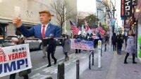 なぜ保守派・いわゆる右翼は「親米」なんですか? 最近、日本の保守思想の間でトランプ大統領みこしを掲げる大統領激励デモが話題になりました。神輿が出てくるだけでもびっくりですが、このデモでは「君が代」とともにアメリカ国歌「星条旗」の斉唱があったそうです。スポーツ国際大会の日米決戦の試合前じゃあるまいし・・・という感じですけど、ふと思ったんですがなんで保守思想ってあんなにアメリカに熱烈支持なんでし...