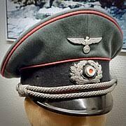 コスプレで軍帽やそれっぽい帽子を作っている方に質問したいのですが、この下の画像のような軍帽を自作する際、赤いパイプ?ラインみたいなのってどうやって縫えば良いのでしょうか?教えて下さい