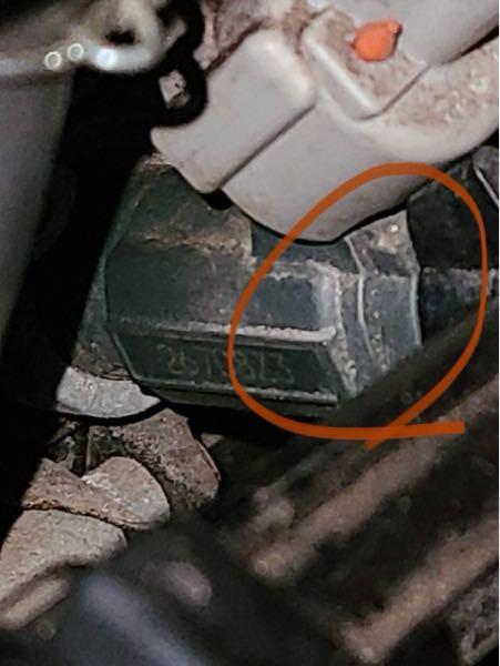 GSR400なのですが、ここのタンクとキャブの繋ぎ目の部品ってなんて言うのですかね。ここからガソリンが漏れてるので。。。