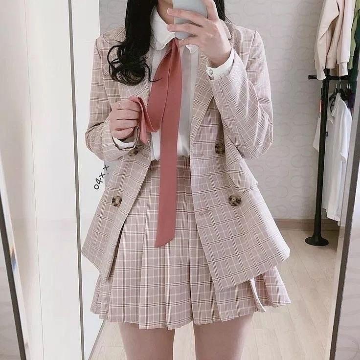 すみませんこの服どこに売っているか知っていますか?もし知っていたら教えてくれるとありがたいです