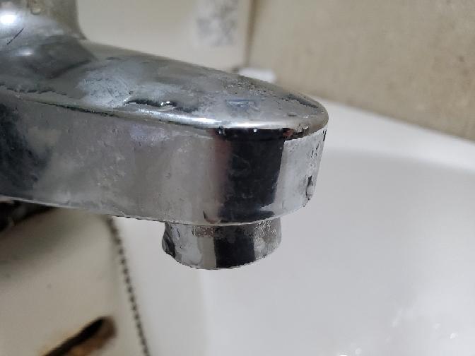 こうした水道(洗面所)の蛇口に付けられる蛇口直結のトレビーノやクリンスイなどの浄水器って無いでしょうか。 直接繋げられない場合は間接的に繋ぐ部品も教えて頂きたいです。 (時折鉄サビが混じった水が出てうがいをする際に困っています。後々水道管交換も考えていますが短期的に抑えたいと思っています)