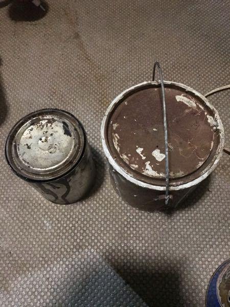 塗料の空いた缶皆さんは何かに利用してますかー? けっこーみんな色々と利用してますよねぇ。 自分は一斗缶ぶった切って簡単な工具箱作ったりしてます