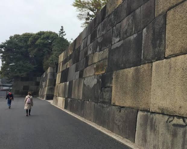 江戸時代に伊豆から江戸まで1000万トンの石材を運んだ? 江戸城には、10t近い石が100万個積まれてて、その主な産地は伊豆半島という事ですか、だいたい200kmも離れた所から当時の船で1000...