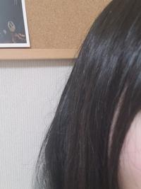 髪の毛がぴょんぴょんと浮いてしまうのですがこれはくせ毛ですか?それともすいて髪が出てるのですか? また浮いた髪の抑え方を教えてください
