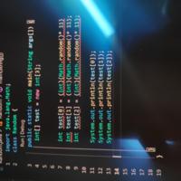 Javaで配列に乱数を入れたいんですがエラーが出ます。ネットで探して書いてみたんですが、どこが間違えていますか?