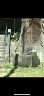 この神社?はどこでしょうか。 以前1度立ち寄ったことがあるのですが、 とても小さな村の中にあるところで、 もう一度行きたいのにどうやって行ったか全く思い出せません! 神奈川県、静岡県、山梨県 の...