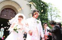 結婚式で新郎新婦に「お幸せになってね」ではなく、「おめでたくなってね」という言葉をかけるのは不適切ですか?