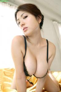このモデルさんの名前わかる方お願いします。