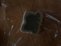 パウンドケーキ(焦がしバターを使用したシトロンケーキ)を焼いたのですが断面がこのようになっています。生焼けでしょうか? 今から直すことはできるでしょうか? またこの状態で人に贈るのはまずいでしょうか。