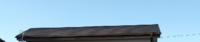 棟板金が浮いていると訪問業者に教えてもらったのですが工事依頼をすぐにするべきでしょうか? 築27年で下から見ても浮いてる箇所は確かにあるように見えます。  10年前に屋根、外壁塗装をした以降はノーメンテナンスです。