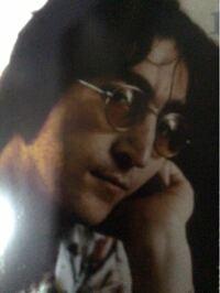 ジョン・レノンの好きな方に質問です。 数あるジョンの写真の中で一番好きなものを 教えてください。 僕はこれです ↓