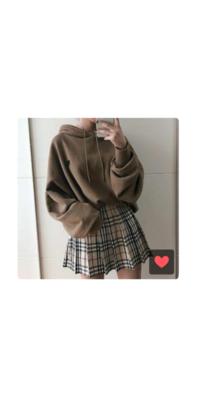 高校生がデートに画像の様な服着ていってもおかしくないでしょうか?? というかこのファッションって可愛いですかね、 ミニスカやめた方がいいですか? オシャレ初心者で何も分からないので何方かお願いいたします;;