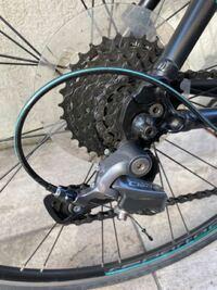 ロードバイクの後輪を外したいんですがこの前までは普通にできていたのですが、急に外れなくなりました。 この写真から異常はありますか?