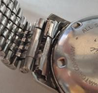 腕時計についての質問です。  古そうなバンビのステンブレスの 取り外し方が分かりません。  お詳しい方、時計好きの方、教えてください。 よろしくお願いいたします。