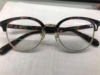 メガネの鼻当ての部分がすごいズレています これは友達からかして貰ったメガネなんですが これは最初からですか?