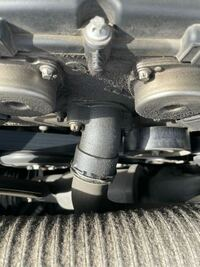 メルセデスベンツc200 コンプレッサーワゴン これはオイル漏れでしょうか?
