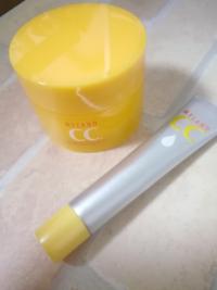 メラノCCの美白ジェルと美容液を買いました。 これの手順って、   美容液→美白ジェル   の手順で合ってますか? あと、メラノCCの美容液やる前に 種類が違う化粧水もやった方がいいですか?
