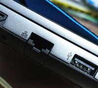 ゲーミングノートパソコンのLANケーブルの差込口が小さくて今まで使用していたLANケーブルが差せません。 ガレリアのノートパソコンを購入したのですが、有線で繋ごうとLANケーブルを差そうとしたら差込口が小さ...