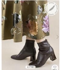 この写真のスカートはどこのものかわかる方いませんか?