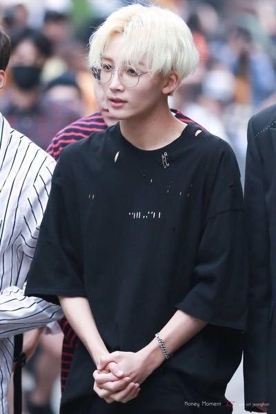 このseven teen のジョンハンが着てるtシャツを教えてください!