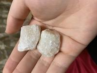 この乳白色の石の名前はなんですか?(画像付き)