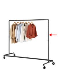 ハンガーラックのサイド(縦棒)に固定できるフックはありますか?通販でどういう風に検索すればよいのかわかりません。 下記画像の矢印部分にリュックを引っ掻けたいのです。 シール式のものや洗濯バサミ以外でご存知でしたら教えてください。