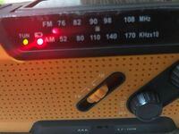 ラジオについての質問です。 TBSのラジオを聴きたいんですがどうやれば良いかわかりません、教えて下さい。(下のは私のラジオです)