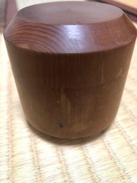 一位の木の茶器なのですが、随分痛んでいるようなんですが、紙ヤスリで削ってもいいものでしょうか? 宗匠の花押もあるので、綺麗になったら人前でも使っていきたく思うのですが…