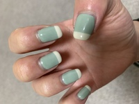 ジェルネイルの変える頻度についてですが2週間経っていないのに片手だけ爪がこういう状況なんですが変えるべきでしょうか?