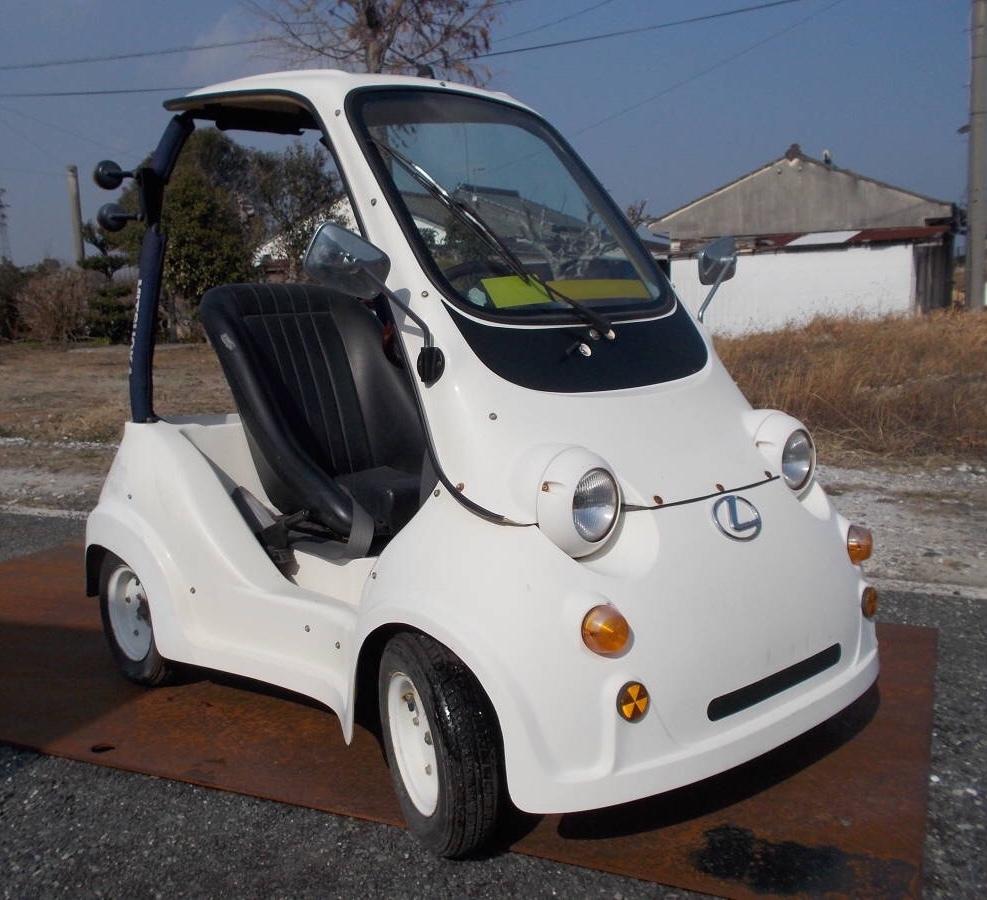 『MITSUOKA』 ナンバープレートが付いていませんが、この車自体は日本国内で走行可能なのですか?